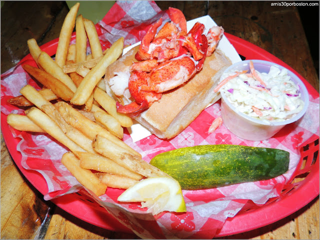 Lobster Roll en el Barking Crab, Boston