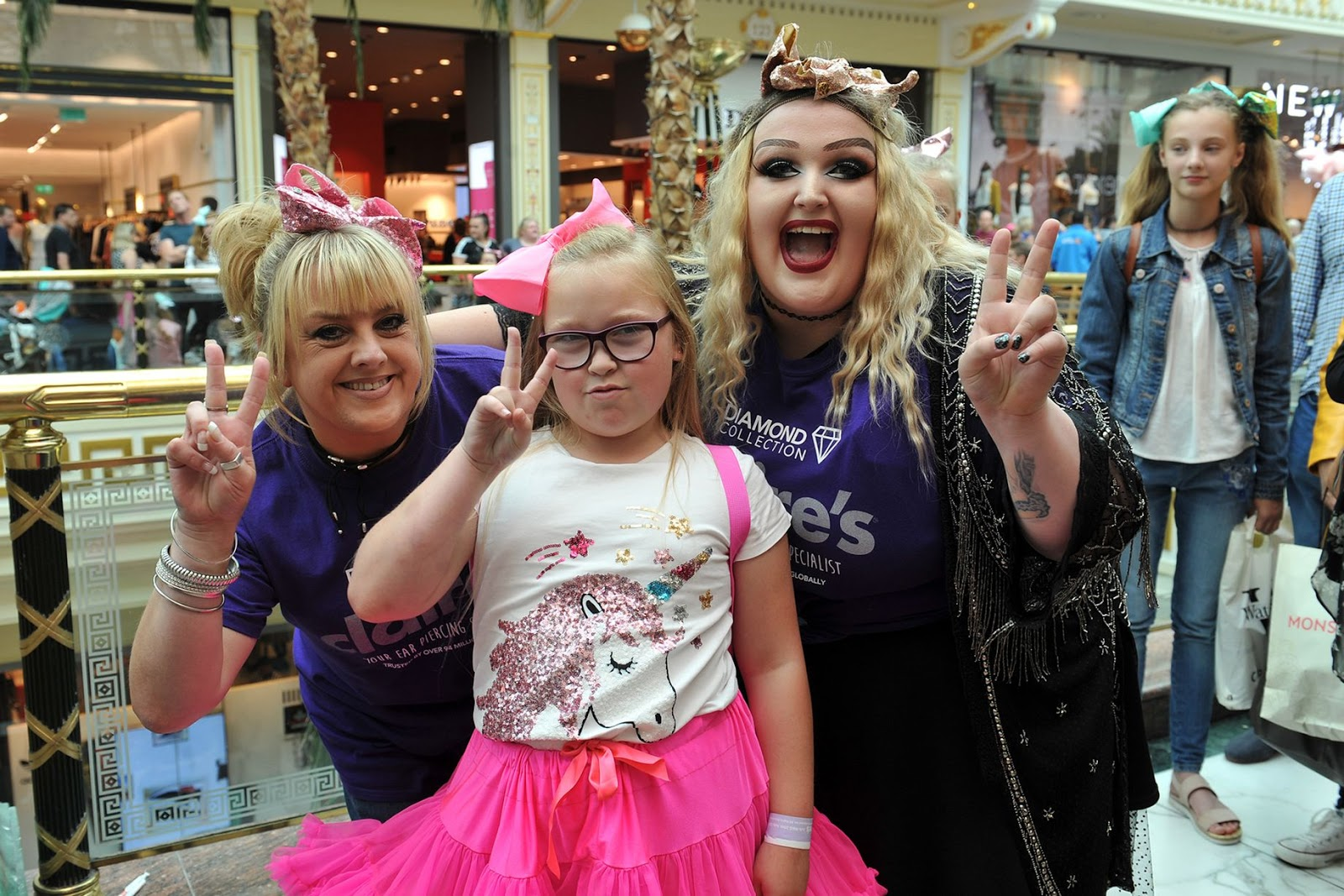 Nickalive jojo bows star jojo siwa sends fans into a frenzy at excited fans queued to meet their idol image eddie garvey kristyandbryce Images