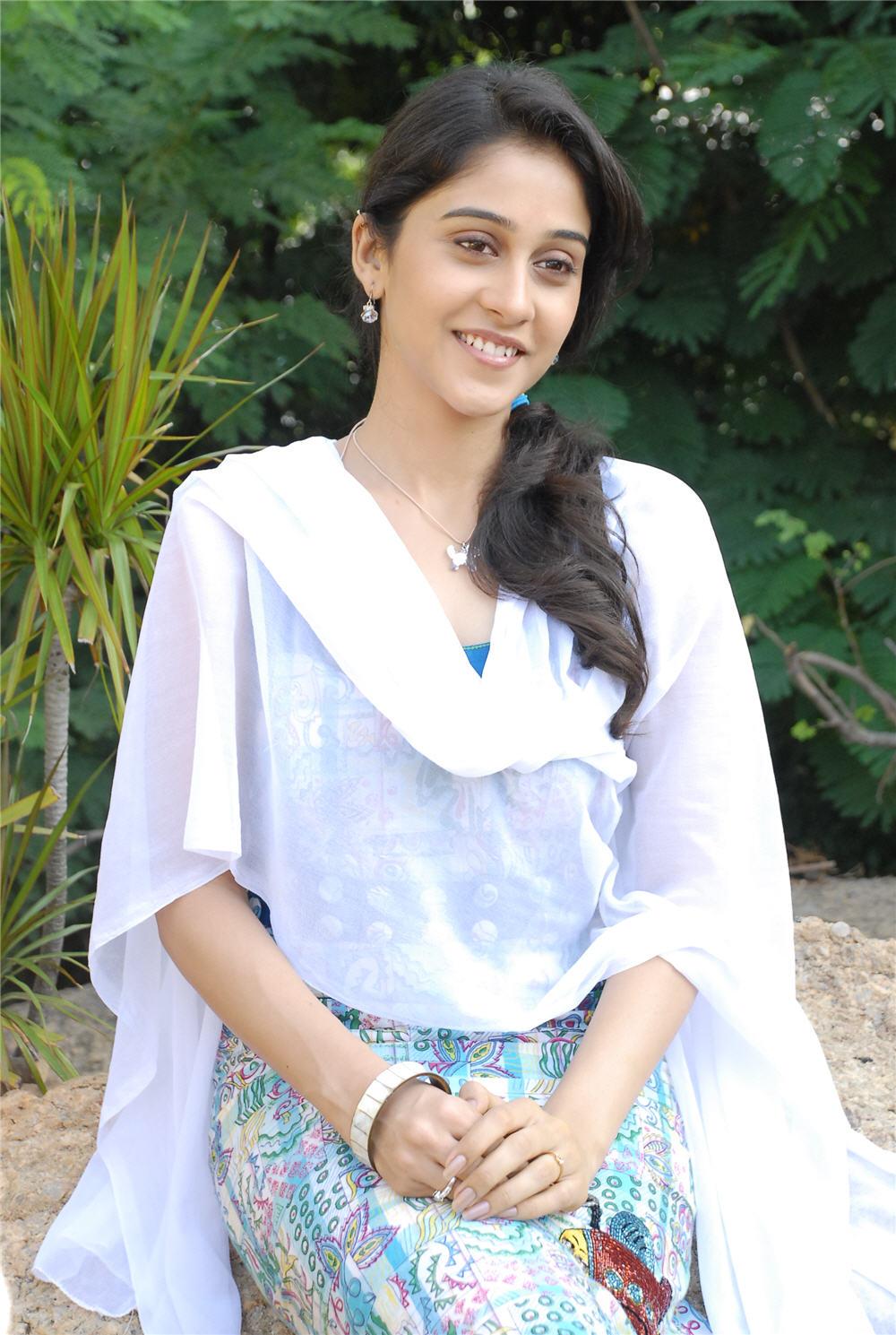 Telugu Actress Rejina Cute Photos Stills South Actress