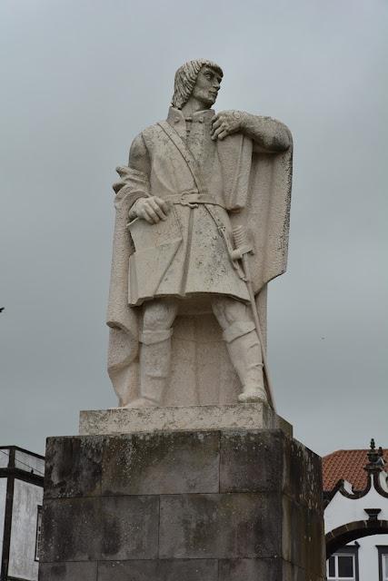 Largo de Matriz statue