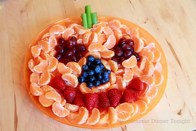 Jack-'O-Lantern Fruit Plate #halloweensnackideas