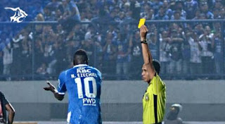 Jelang Laga Persib Bandung vs Sriwijaya FC, Ezechiel N'Douassel Disanksi PSSI