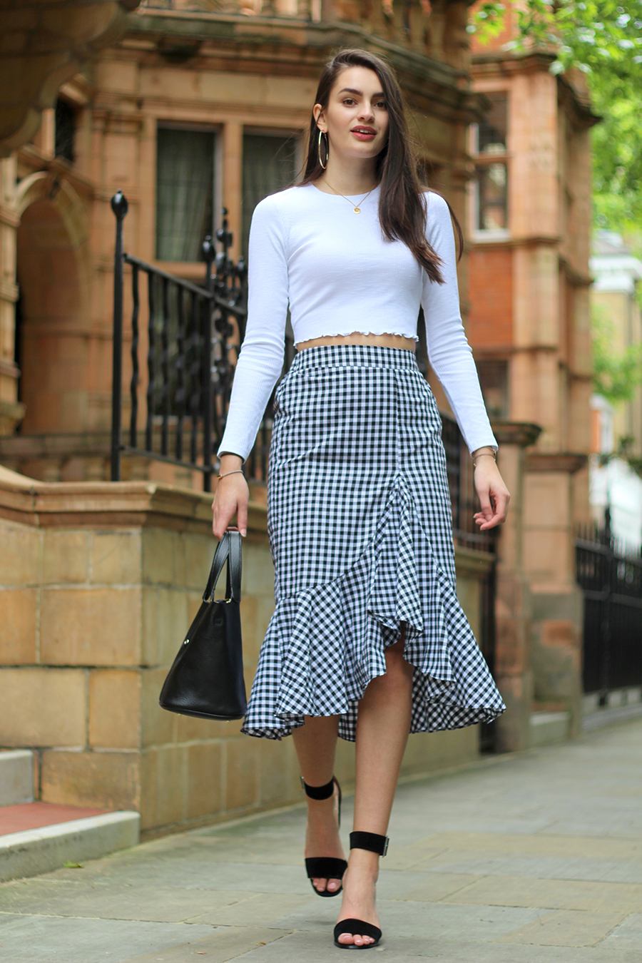 how to make a monochrome outfit stand out peexo