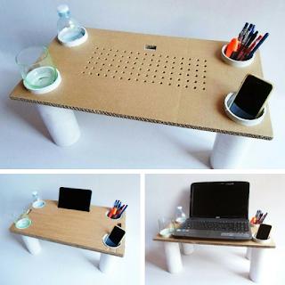 mesa multiuso para la cama hecha con carton y tubos de pvc