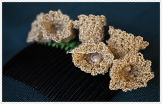 free crochet Lily of the Valley flower hair comb pattern