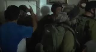 Tentara israel diusir