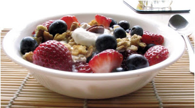 Berries with yogurt, granola and honey