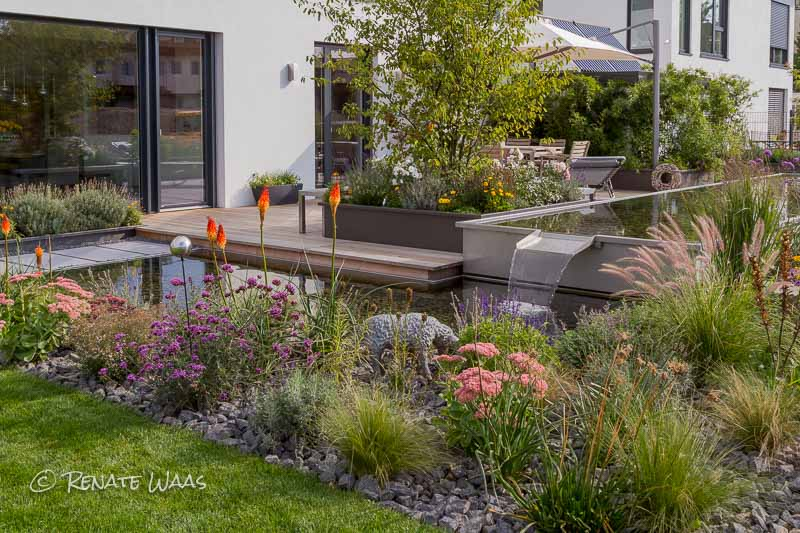 Gartenblog zu gartenplanung gartendesign und for Gartenbeet modern