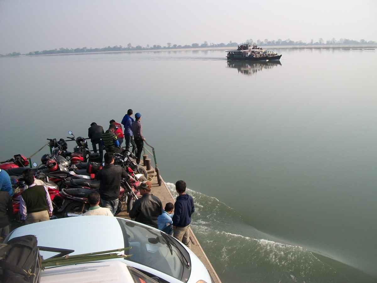 People crossing the Brahmaputra river on ferries(Image 1)