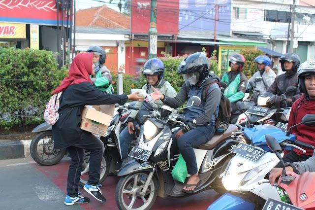 1000 Takjil Gratis di Jalan Margonda