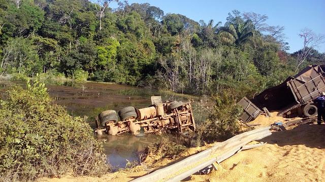 Caminhoneiro morre afogado após tombar na BR 174 entre Vilhena e Comodoro