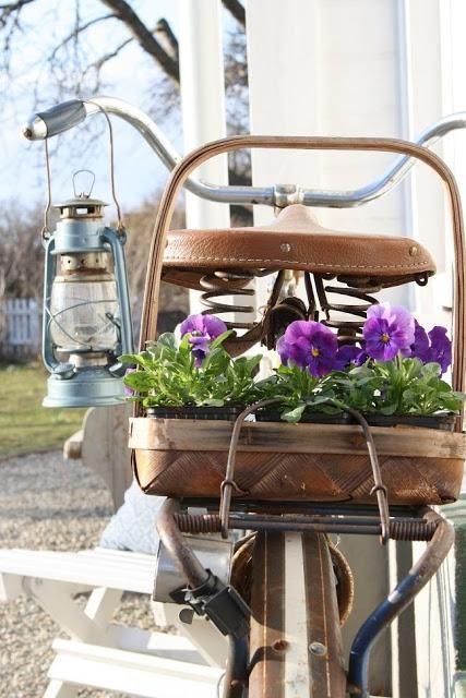 Bicicleta antigua con flores