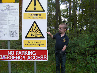 warning sign unexploded bomb mod training