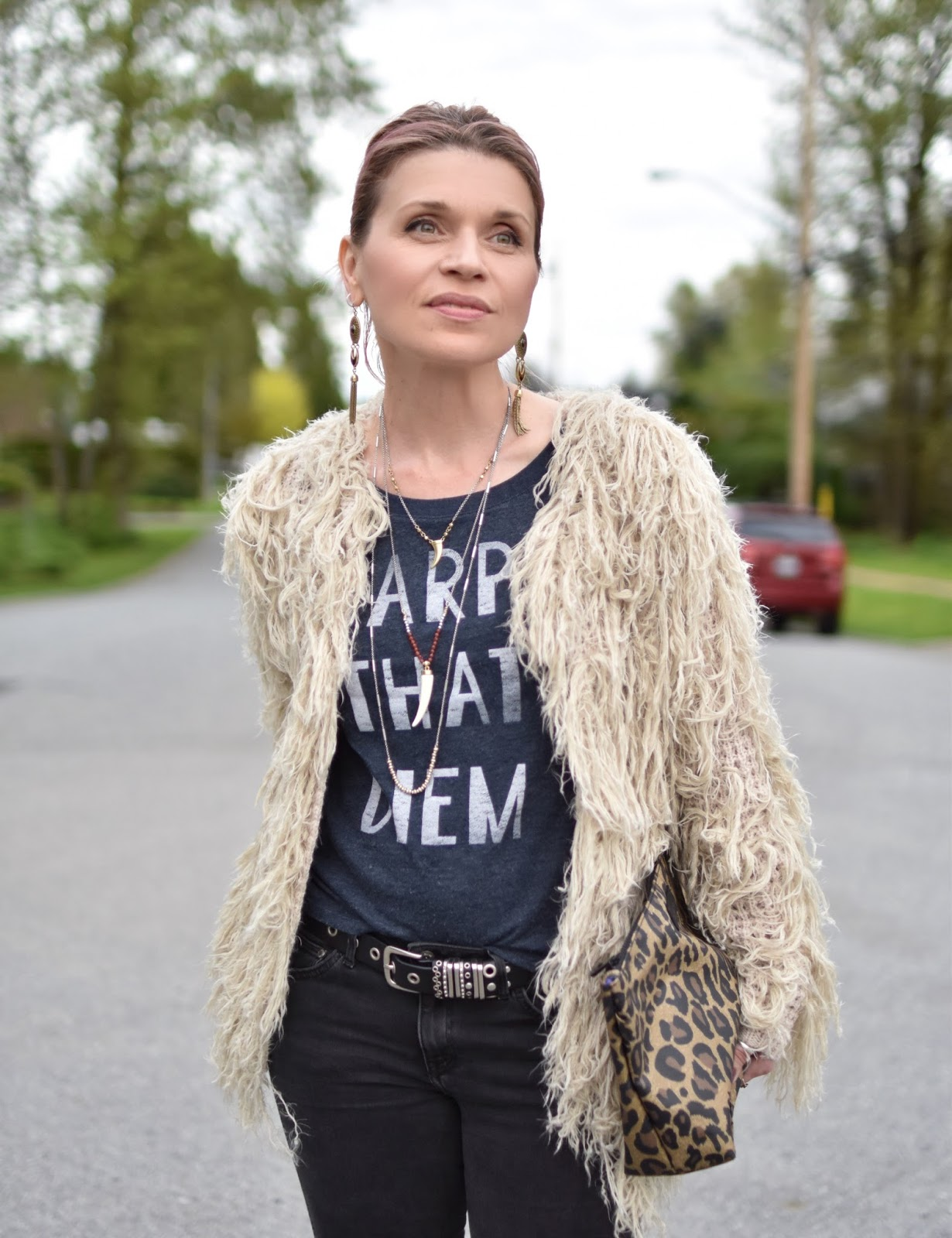 Monika Faulkner outfit inspiration - black skinny jeans, graphic tee, shaggy cardigan, leopard-patterned pouch