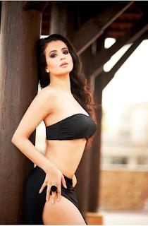 Sexy-Amisha-Patel-in-Black-Bikini