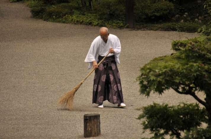 Ordinare la mente con le faccende di casa, semplice consiglio di un monaco zen