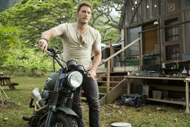 Chris Pratt Stars in New Jurassic World Movie Stills