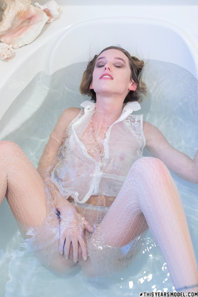 [ThisYearsModel] Samantha - Bath Different And The Same
