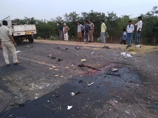 जबलपुर रोड पर ट्राले से टकराई पिक अप को ट्रक ने भी टक्कर मारी.. दो की मौके पर मौत, आधा दर्जन गंभीर..