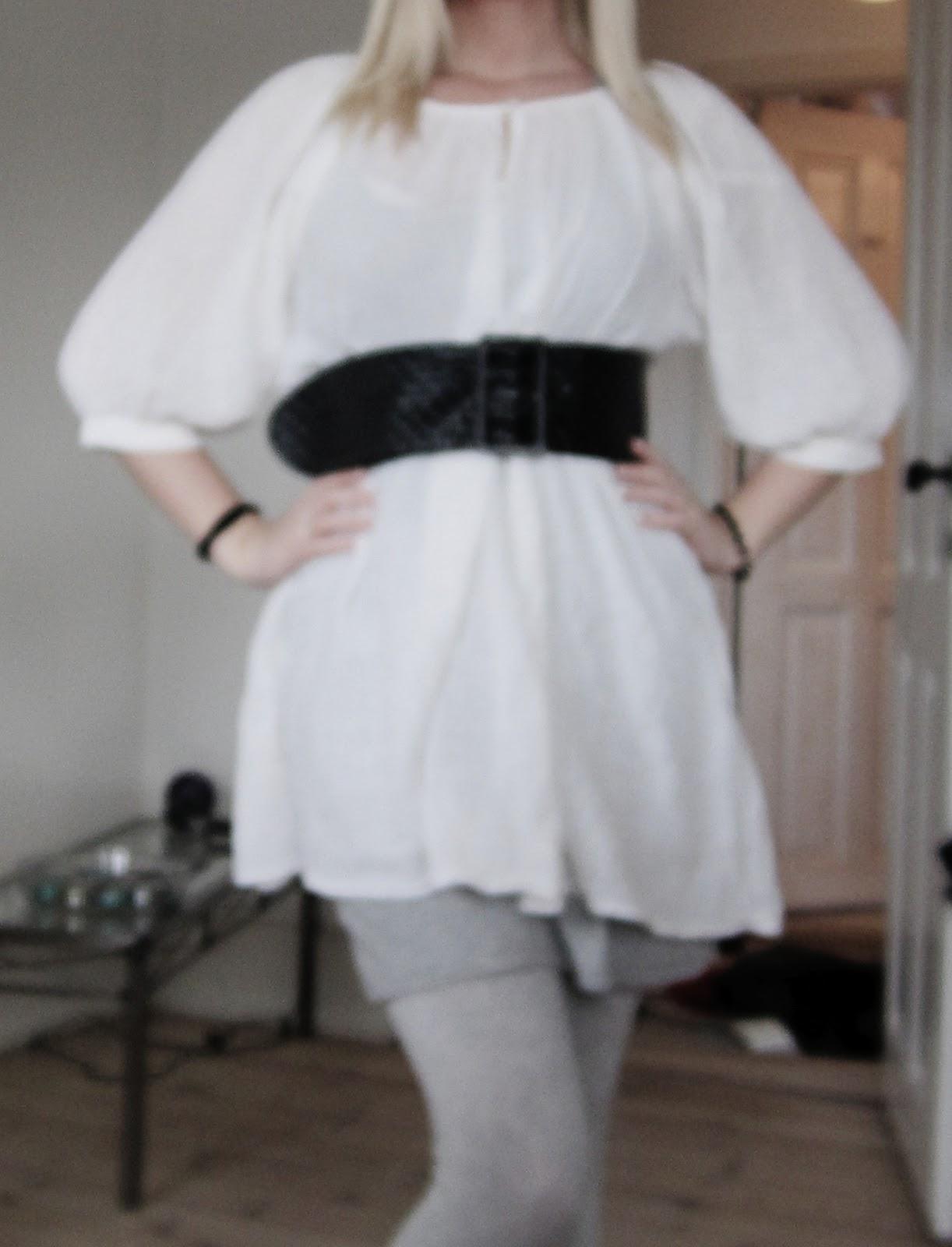 c70f305d974a Dette er dagens outfit. En almindelig hvid lang trøje