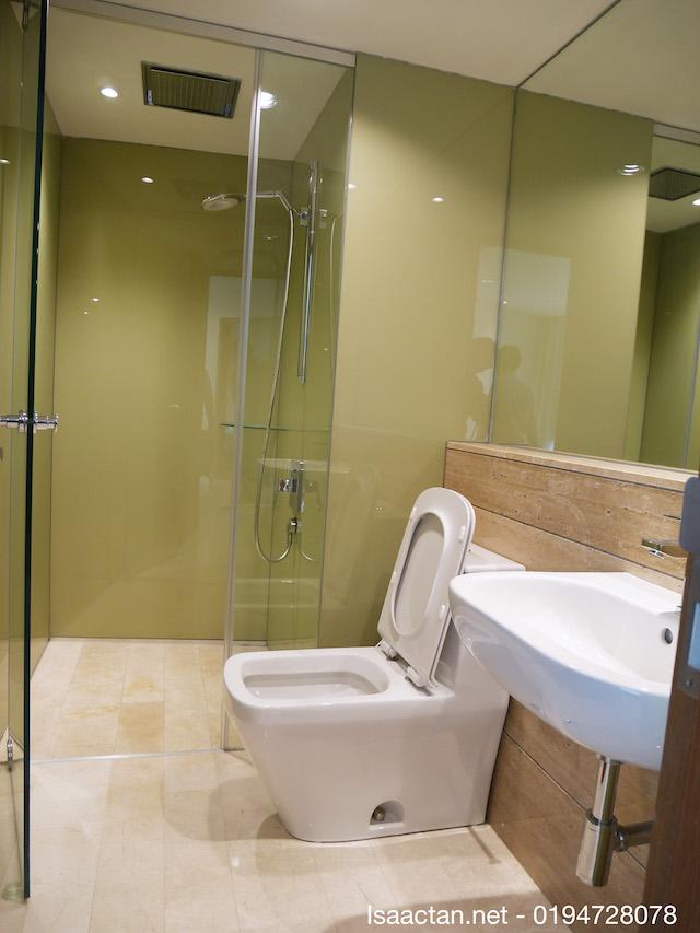 Bathroom, fully equipped, nice modern amenities