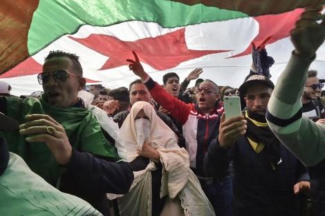الحكومة التونسية تمنع مظاهرة ضد ترشّح بوتفليقة