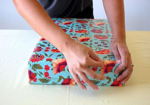 мастер-класс, праздники, упаковка, упаковка коробок, упаковка подарков, коробка, своими руками, подарочная бумага, упаковка в бумагу, фольга подарочная, бумага подарочная, упаковка своими руками, мастер-класс по упаковку,http://prazdnichnymir.ru/Упаковка прямоугольной коробки в подарочную бумагу (МК)подарок на день святого Валентина, подарки на день всех влюбленных своими руками, подарок к дню святого Валентина своими руками, день всех влюбленных подарки, подарок на день святого Валентина парню своими руками, что подарить на день влюбленных мужу, подарки на 14 февраля, подарки на день святого Валентина, любовные подарки, подарки для влюбленных, подарок на день святого Валентина девушке своими руками подарок на день святого Валентина мужу своими руками подарок на день святого Валентина жене своими руками подарок на день святого Валентина мужчине своими руками подарок на день святого Валентина женщине своими руками подарок на день святого Валентина любимой своими руками подарок на день святого Валентина любимому своими руками Романтические подарки на день влюбленных, Полезные подарки на день влюбленных, ОригинальныеС учетом хобби любимого С учетом хобби любимого подарки на день влюбленных, подарки на 14 февраля для любимого сделать своими руками, подарки на 14 февраля для любимой сделать своими руками, подарок парню на 14 февраля идеи своими руками как сделать подарок на день святого Валентина своими руками подарки на день всех влюбленных своими руками подарки на 14 февраля своими руками оригинальные подарки на 14 февраля, интерьерный декор на 14 февраля, идеи для украшения дома на 14 февраля, идеи для украшения дома на День Влюбленных, St. Valentine's Day, День Святого Валентина идеи для оформления дома на день влюбленных, интерьерный декор на день смятого Валентина, валентинов день, День любви, День влюбленных,