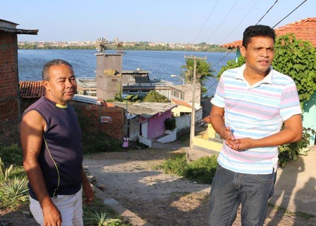 Valdeir Cutrim e Alex Rodrigues da associação de moradores do Sá Viana acompanham obras