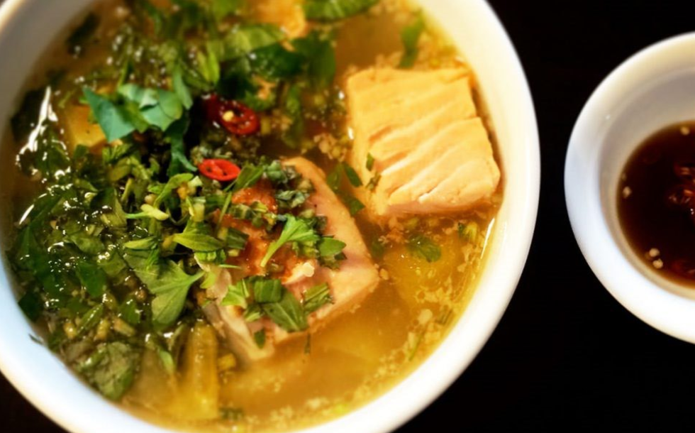Samlor Machu Trey (sweet and sour soup with fish)