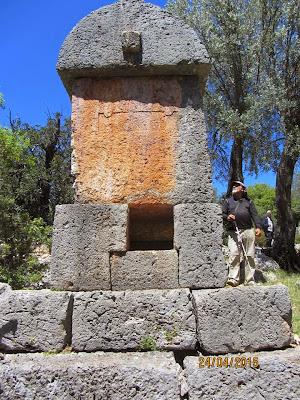 aperlai kaya mezarı