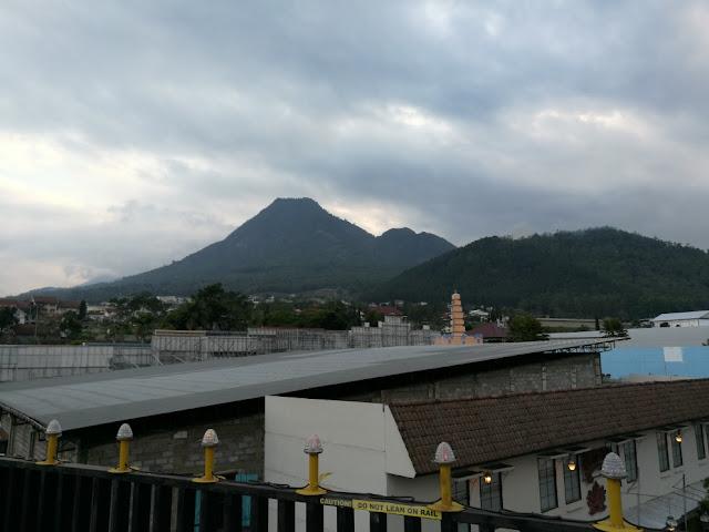 Van Der Man gunung yang terlihat dari Museum angkut