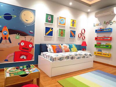dekorasi kamar tidur anak dengan tema astronot