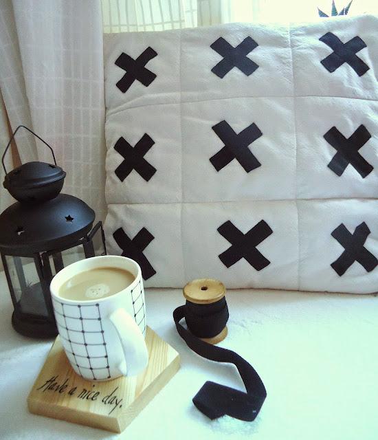 poduszka z motywem krzyżyków, diy
