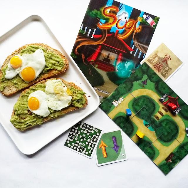 pan con aguacate y huevos de codorniz  sale el juego Sugi