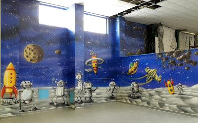 Malowanie sali zabaw, malowanie grafiki w sali zabaw,, aranżacja bawialni poprzez malowanie graffiti na ścianie w sali zabaw