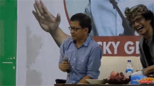 Rocky Gerung Menjawab Tentang HTI dalam Diskusi di UIN Sunan Ampel