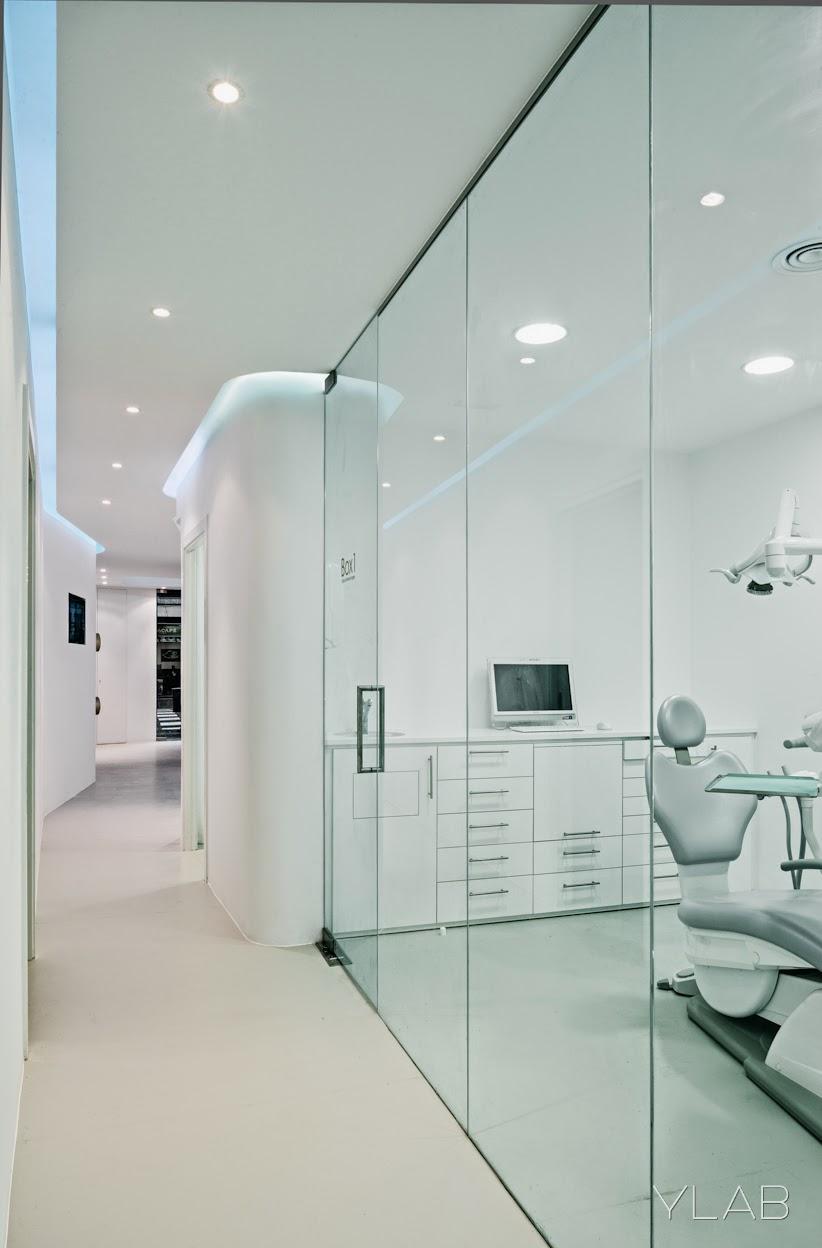 Clinica dental angels ylab arquitectos revista arquitectura y dise o inspirate con nuestros - Clinica dental moderna ...