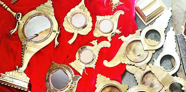 Aranmula kannadi cleaning and polishing