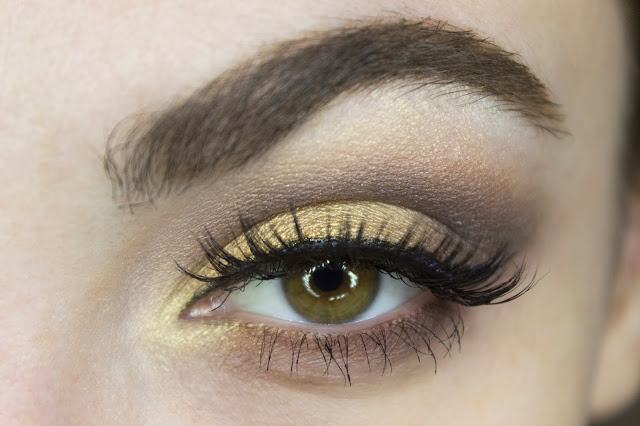 New year make-up 2018: golden accent