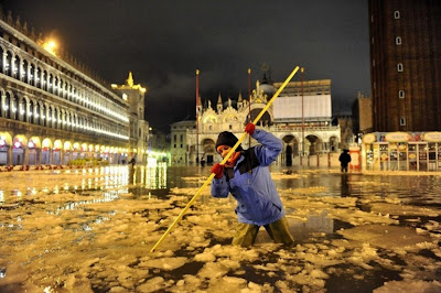 Venice: Acqua alta and snow