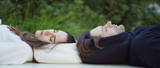 Conoce la sudadera de tus sueños con ella podrías tomar una siesta en cualquier lugar