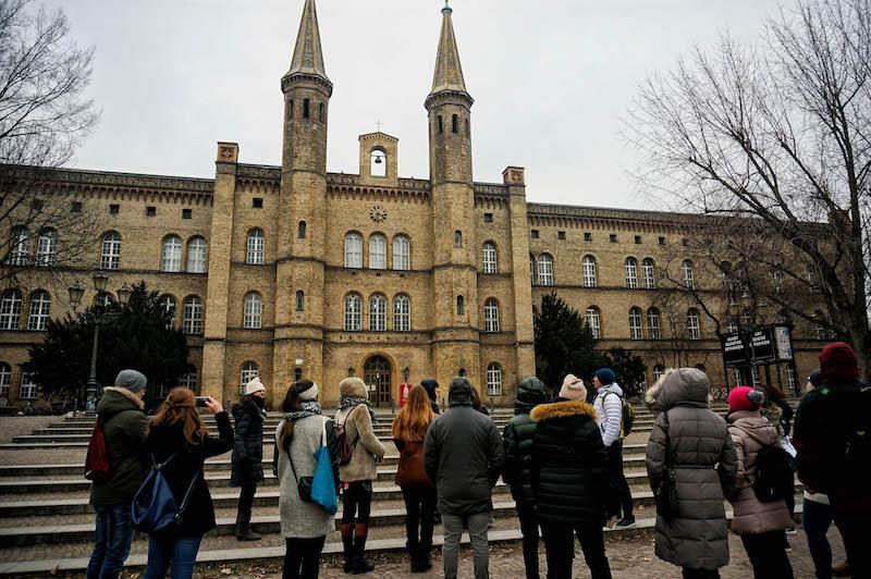 zwiedzanie Berlina, co zobaczyć w Berlinie, street art Berlin, sztuka uliczna w Berlinie, Bethanien Gallery