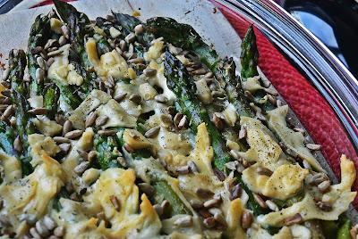 Szparagi zapiekane z serem