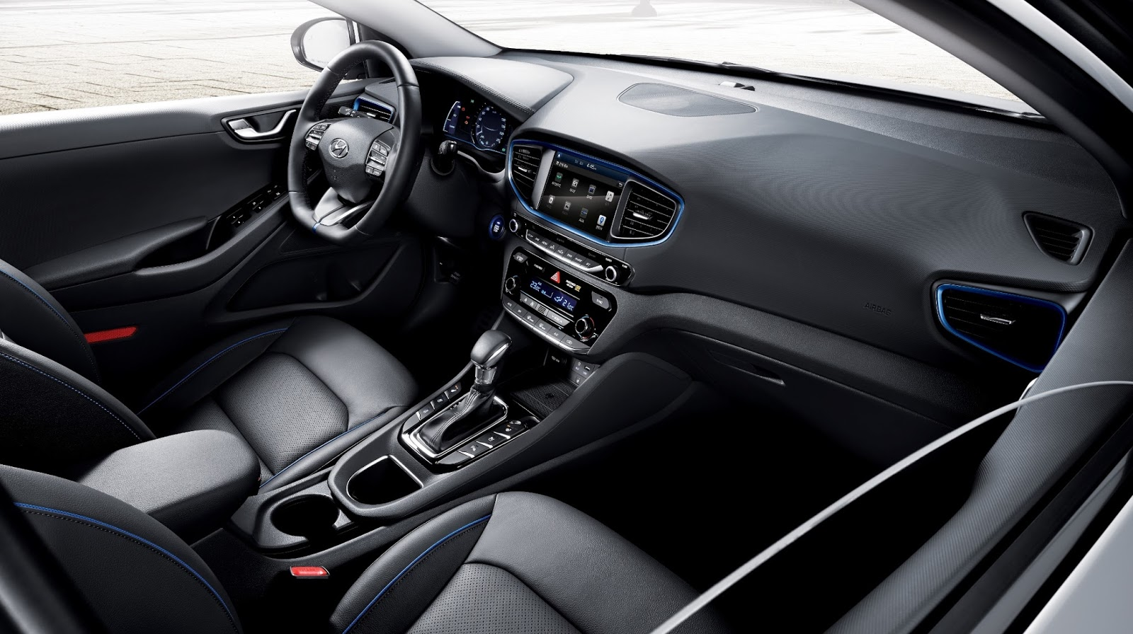 IONIQ%2BA%2BLeap%2BForward%2Bfor%2BHybrid%2BVehicles interior H Hyundai μας παρουσιάζει την προηγμένη υβριδική της τεχνολογία