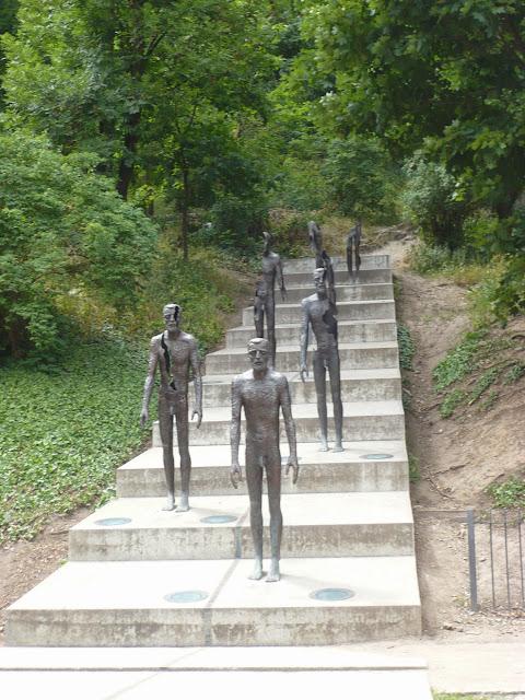 statue nel Memoriale Praga