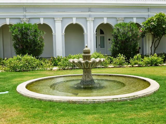 Falaknuma Palace photos: fountain