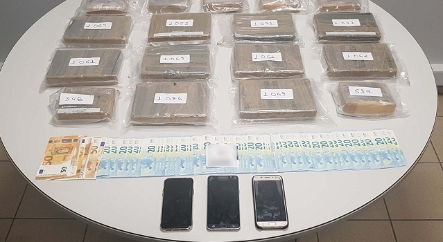 Είχε κρύψει 16 κιλά κοκαΐνης στον… προφυλακτήρα του αυτοκινήτου