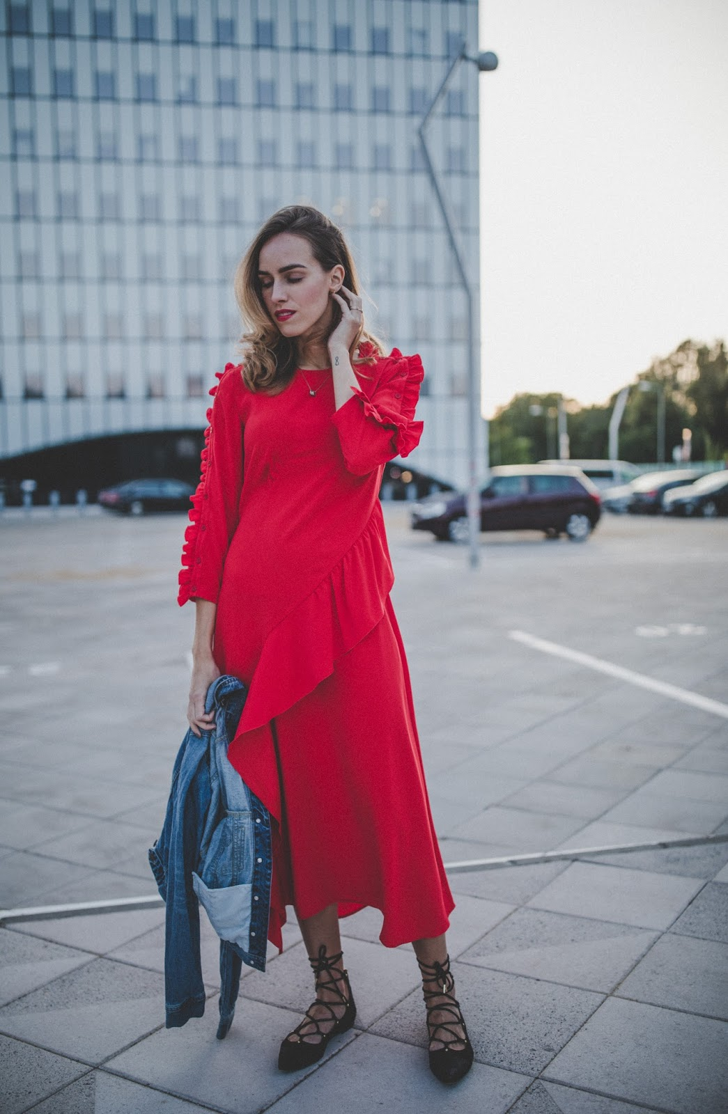 red ruffle midi dress street style