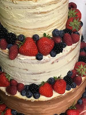 Hochzeitstorte Semi Naked Cake, Hochzeitsmotto Flug der Kraniche, 1000 Origami-Kraniche zur Hochzeit, heiraten im Riessersee Hotel Garmisch-Partenkirchen, Bayern, Hochzeitsplanerin Uschi Glas, petrol und weiß