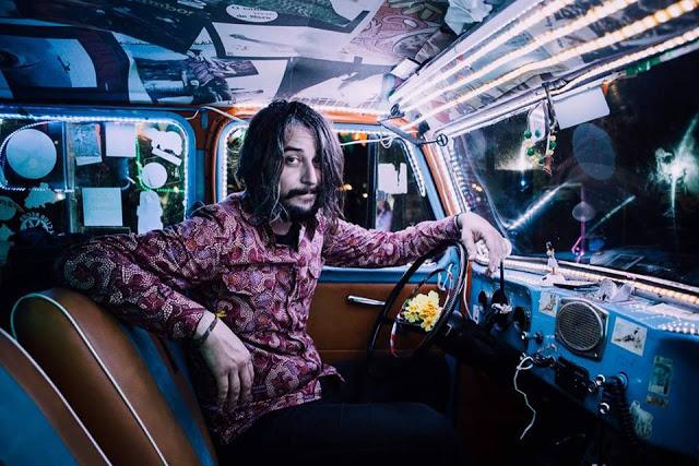 "O ""pop esquisito"" de Tagore marca presença no Lollapalooza"